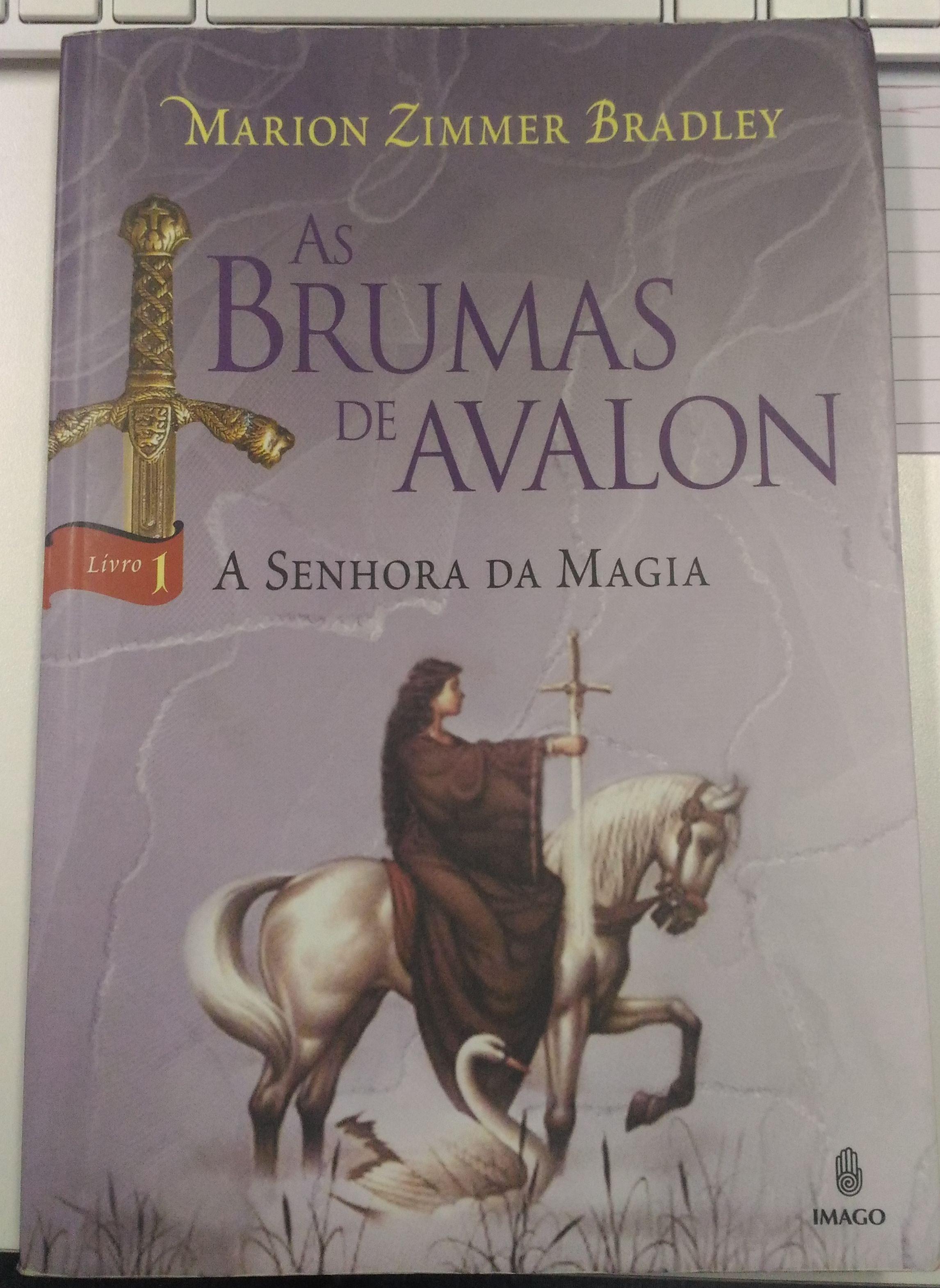 Capa - Livro 1 - As Brumas de Avalon - A Senhora da Magia
